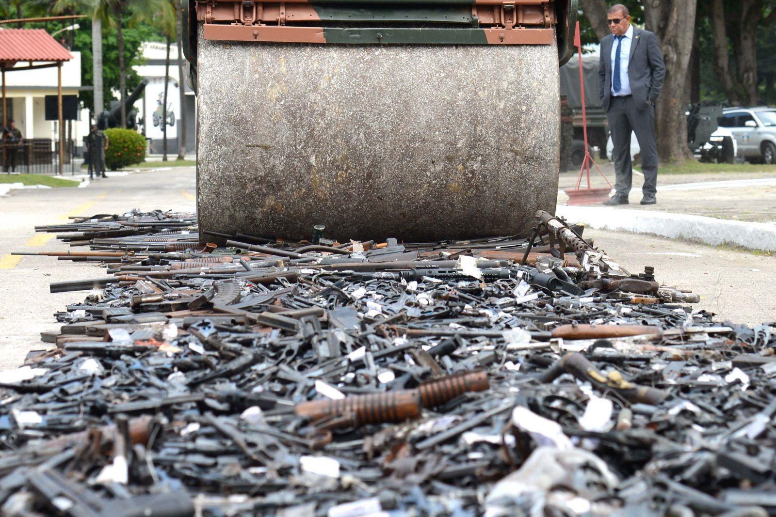 Campanha do Desarmamento iniciada após a aprovação do Estatuto retirou de circulação 570 mil armas até 2011, que foram destruídas pelo Exército. Foto:Foto: Tânia Rêgo - Agência Brasil