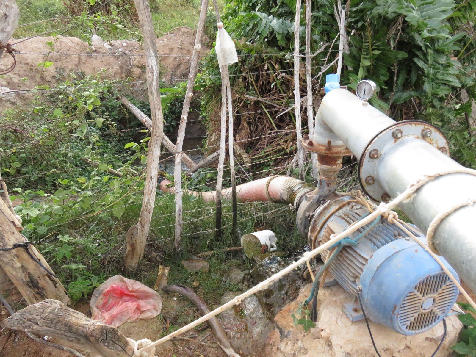 Bombas clandestinas nas nascentes do Pacuí, que abastecem açude para irrigação, ameaçam esgotar as águas do rioFoto: Joelton Belau